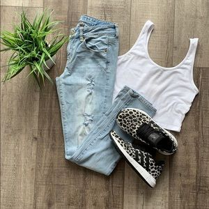 AE DISTRESSED JEANS
